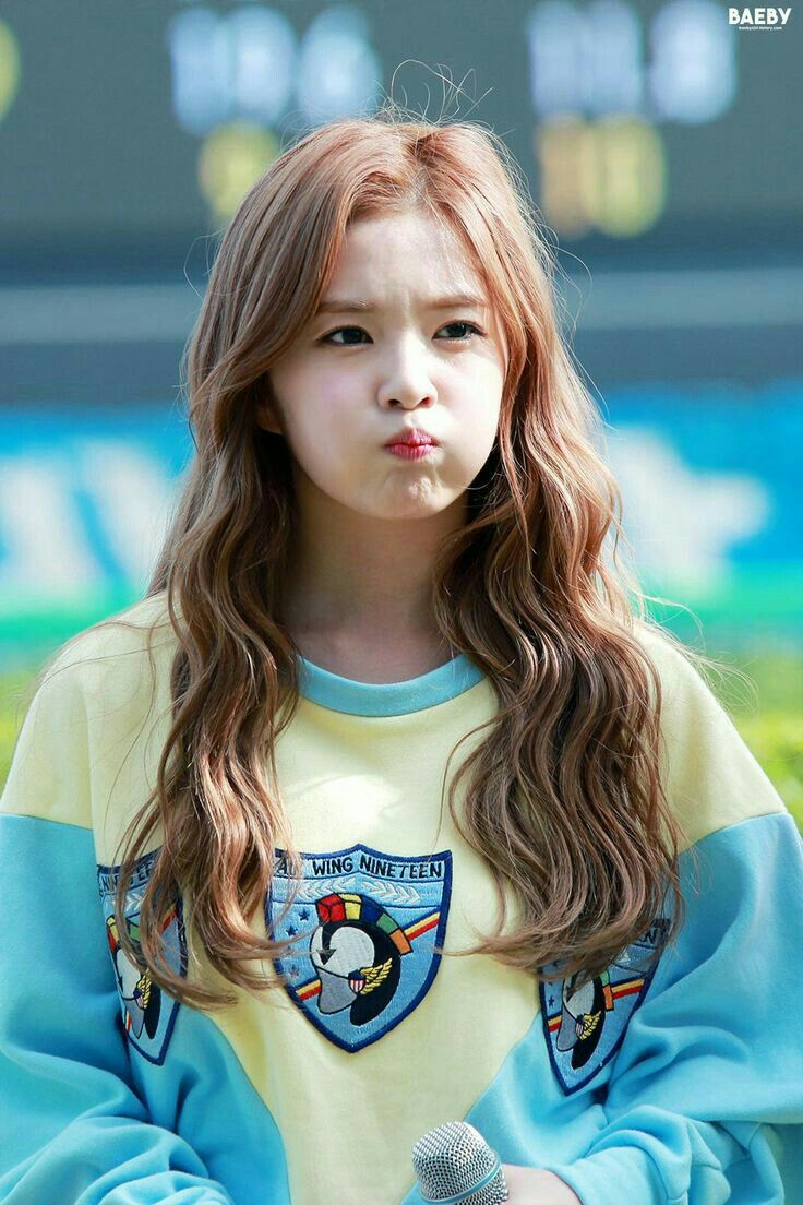 Irene Cute Pouting Lips Beludru Merah Selebriti Gadis Ulzzang