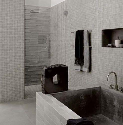 mosaique blanc nacré salle de bains | Carrelage mosaïque ton gris ...
