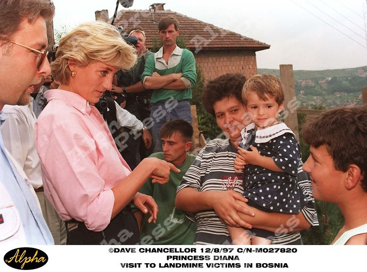 PRINCESS DIANA   8/8/97 .PRINCESS DIANA .ANTI LANDMINE CAMPAIGN VISIT TO BOSNIA .