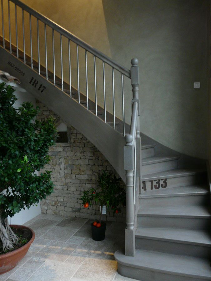 Escalier gris fum escaliers pinterest escaliers for Decoration entree escalier