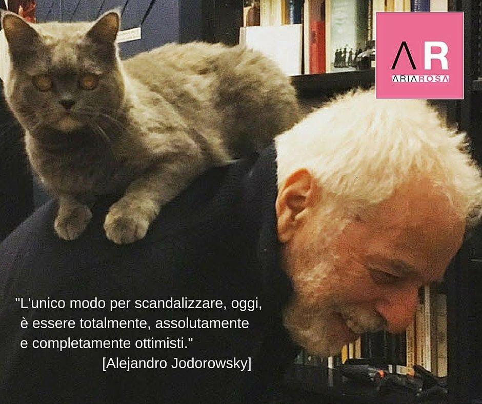 """Alejandro Jodorowsky e Micia © Photo di Pascale Montandon Jodorowsky on Instagram  """"L'unico modo per scandalizzare, oggi, è essere totalmente, assolutamente    e completamente ottimisti.""""                             [Alejandro Jodorowsky] #impararedaquellibravi"""