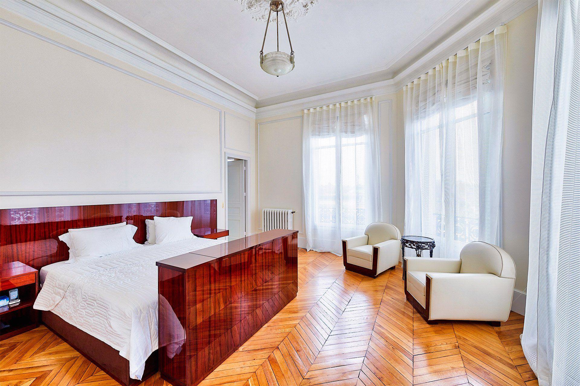 Magnificent 4 bed, 4 bath long term rental near Musée d