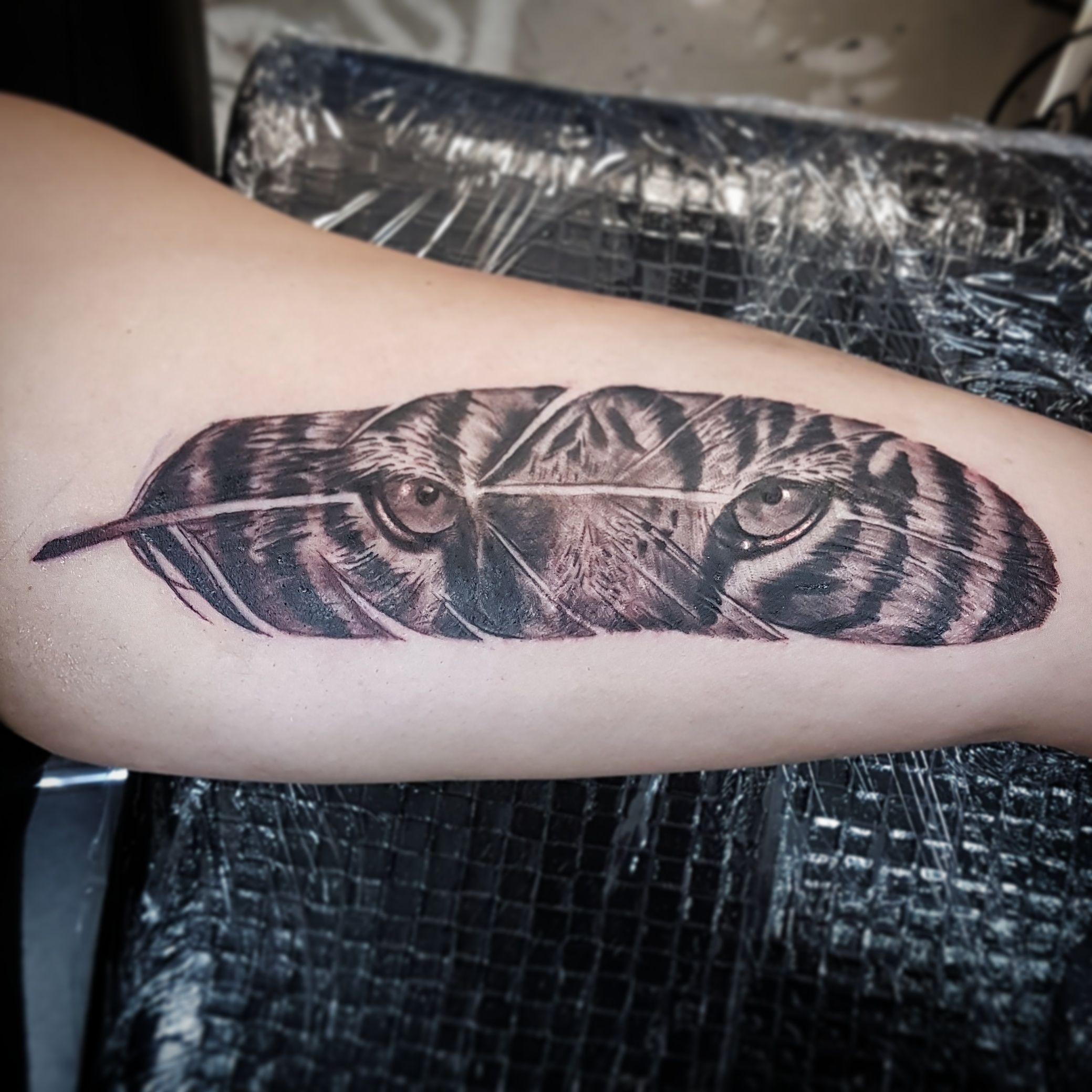 4228effb0e3d0 Tiger feather tattoo | Ink | Tiger tattoo, Feather tattoos, Jesus tattoo