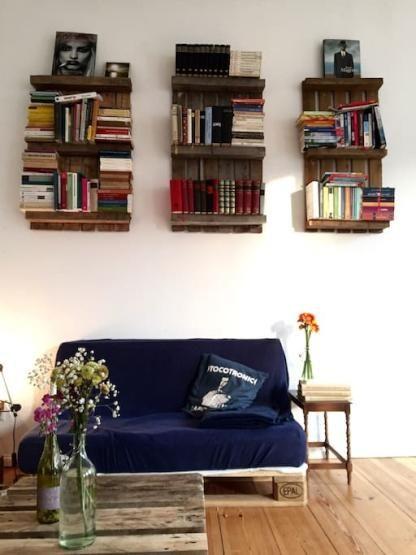 DIY-Möbel aus Holzpaletten für das gesamte Wohnzimmer Bücherregal