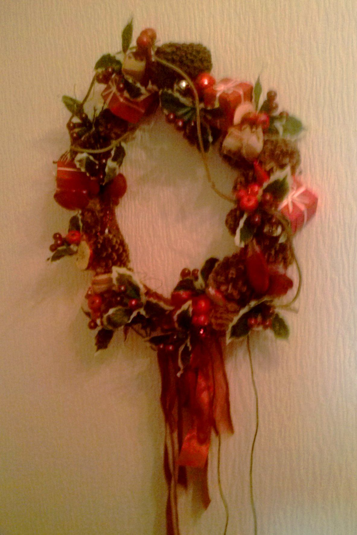 eenvoudige traditionele kerstkrans met verlichting