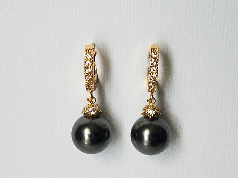 Black Pearl Gold Earrings Swarovski 10mm Pearl Gold Earrings In 2020 Pearl Drop Earrings Gold Etsy Earrings Gold Crystal Earrings Wedding