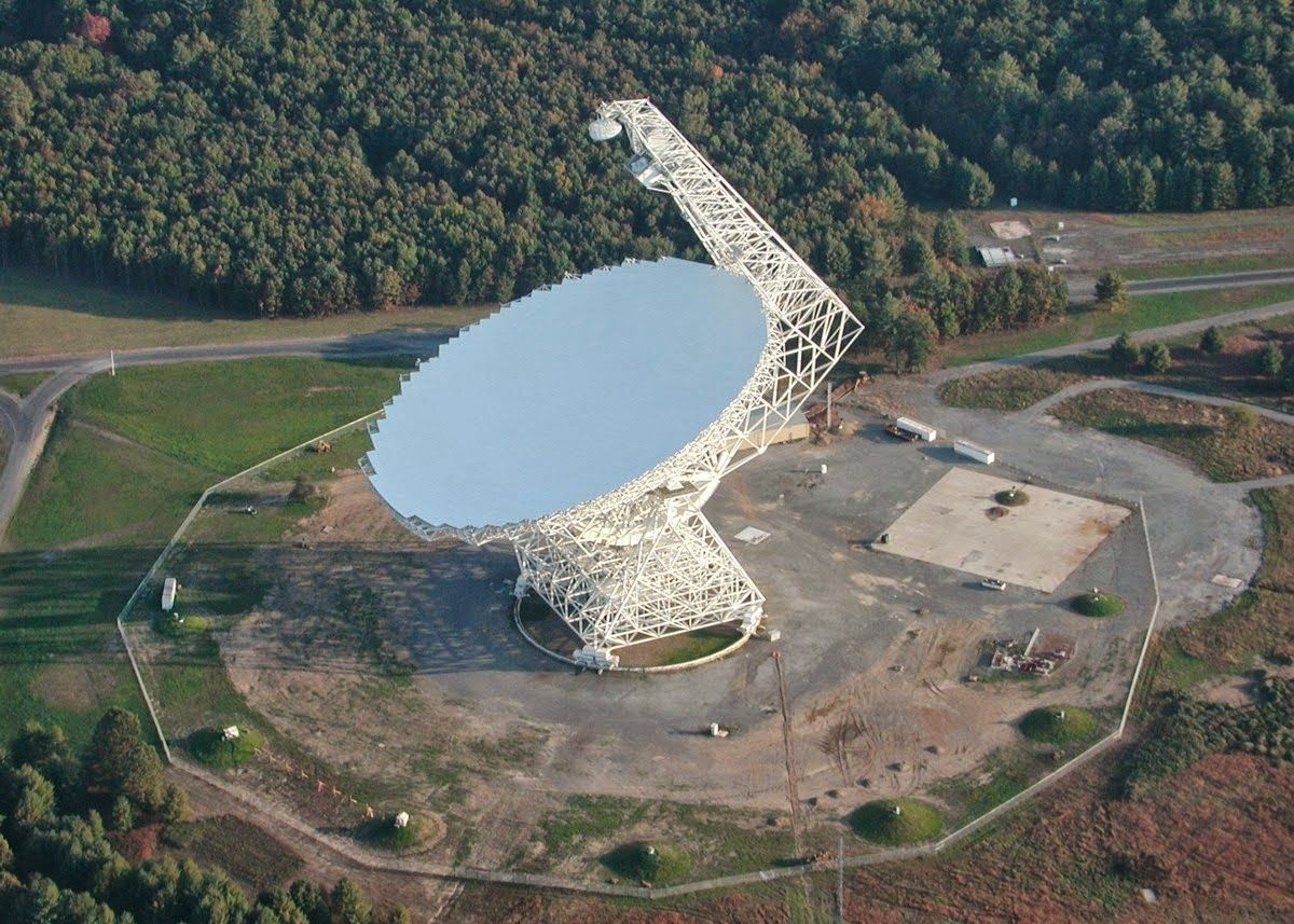 Green Bank Usa West Virginia Www Eklectica In The City Which Is Located Largest Telescope His Task To Take Weak Signals From