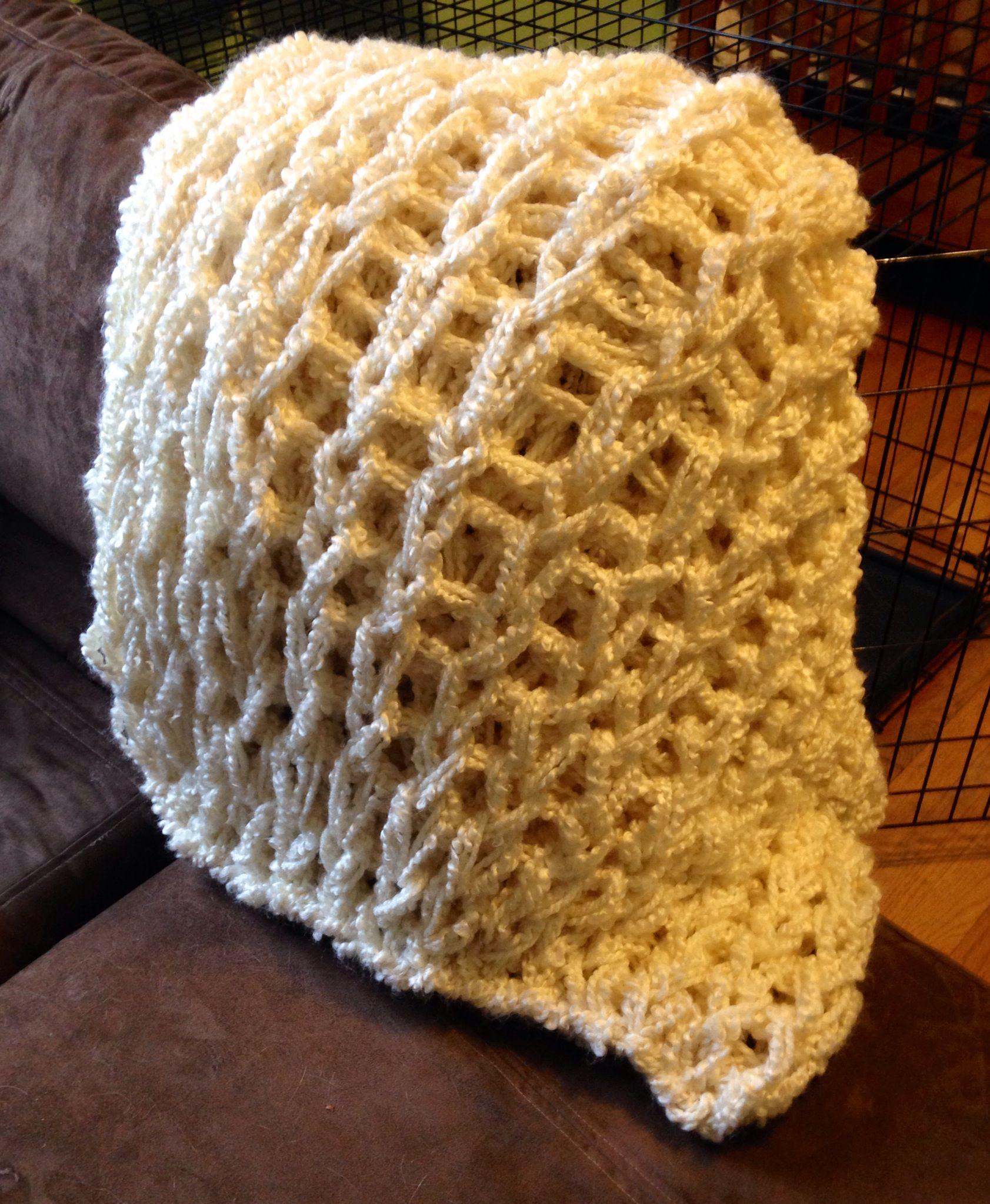 Les 25 meilleures id es de la cat gorie couvertures de - Tricoter avec les bras grosse laine ...