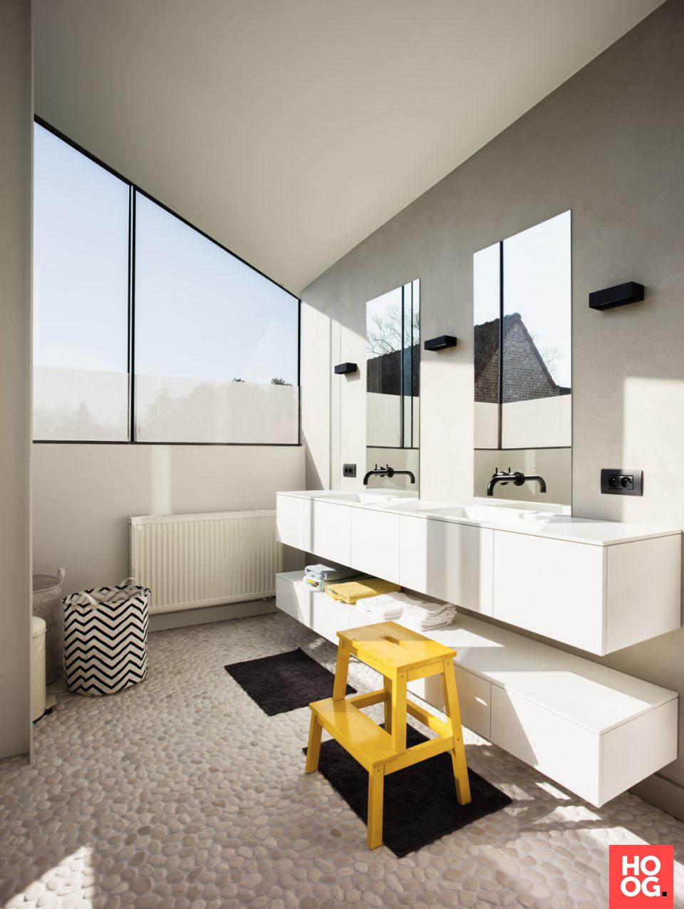 moderne strakke badkamer | badkamer ideeen | design badkamers ...