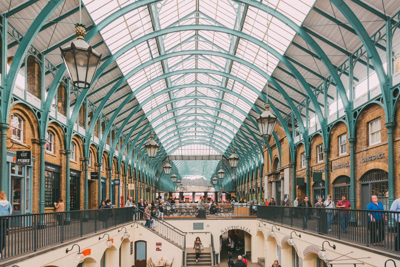 The 12 Best Markets In London You Should Visit - Hand Luggage Only - Travel, Food & Photography Blog https://handluggageonly.co.uk/2018/01/09/12-best-markets-london-visit/