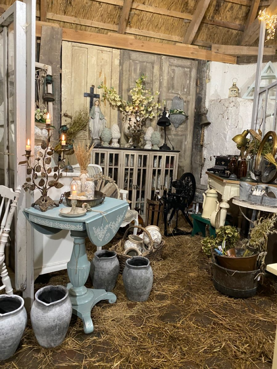 A cozy mix of new and old stuff makes the most cozy atmosphere ❤️ #vintage #vintagestyle #countryhomedecor #frenchcountrystyle #frenchcountrydecor #cottagedecor