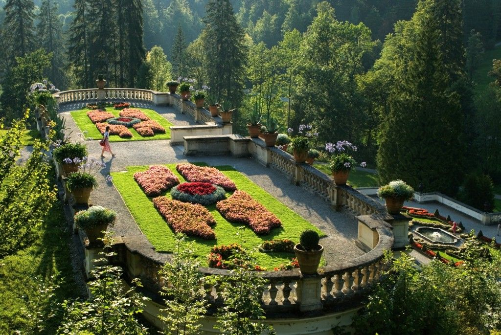 Small Garden Park At Linderhof Palace In Bavaria Germany Mit Bildern Linderhof Terrassengarten Schloss Linderhof