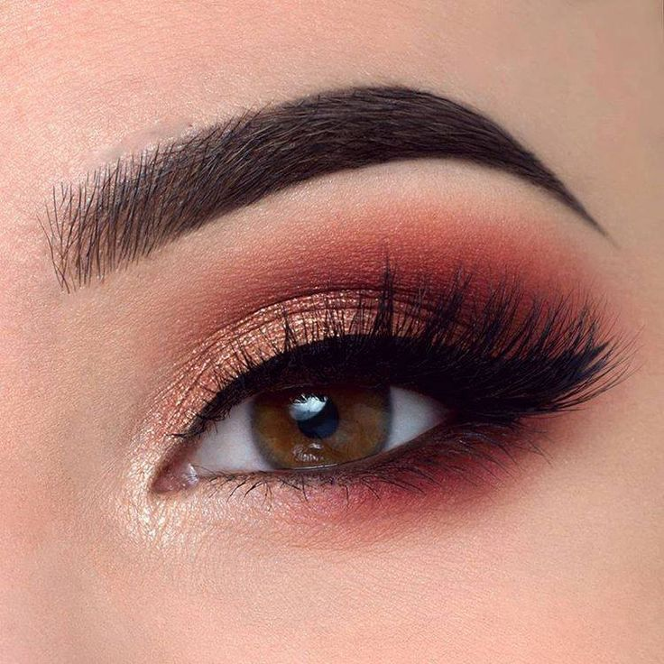 Eye makeup ideas, warm toned eye makeup look. Gold inner