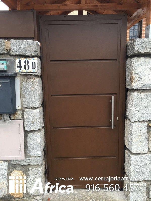 Puertas exteriores de entrada metalcias para chalets o for Puertas metalicas para exteriores