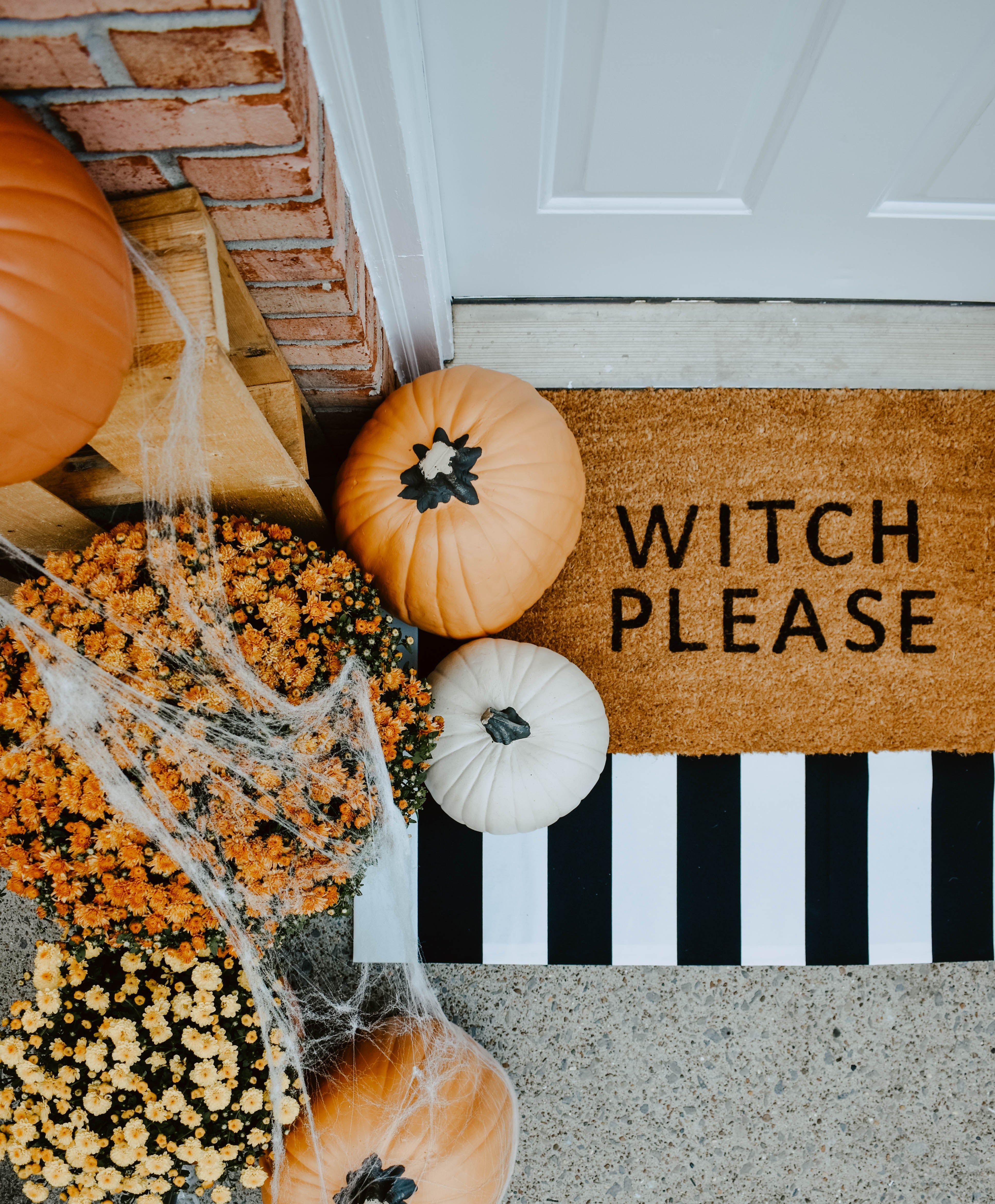 DIY Halloween Door Mat + Front Porch #fallfrontporchdecor
