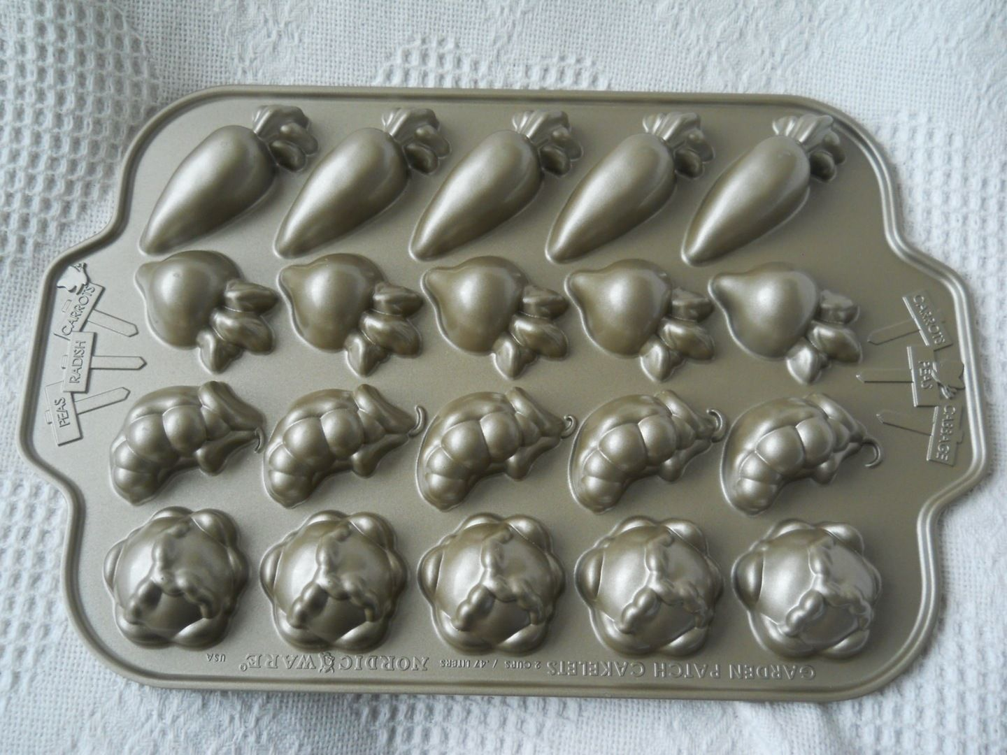 New Williams Sonoma Nordic Ware Garden Patch Cakelets Cake Mold ...