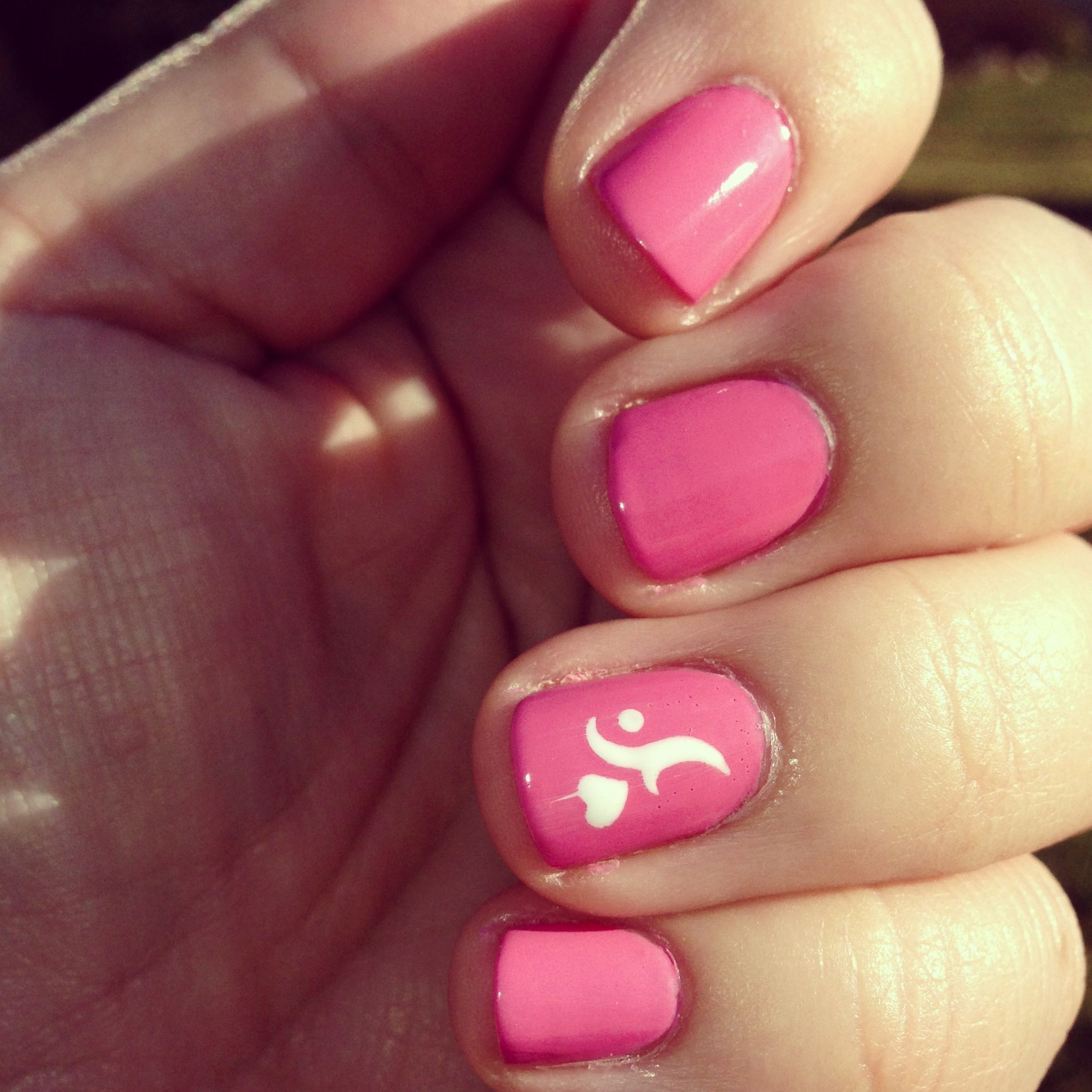 Valentine\'s Day mani - Dior Rosy Bow with Kiss Nail Artist stencil ...
