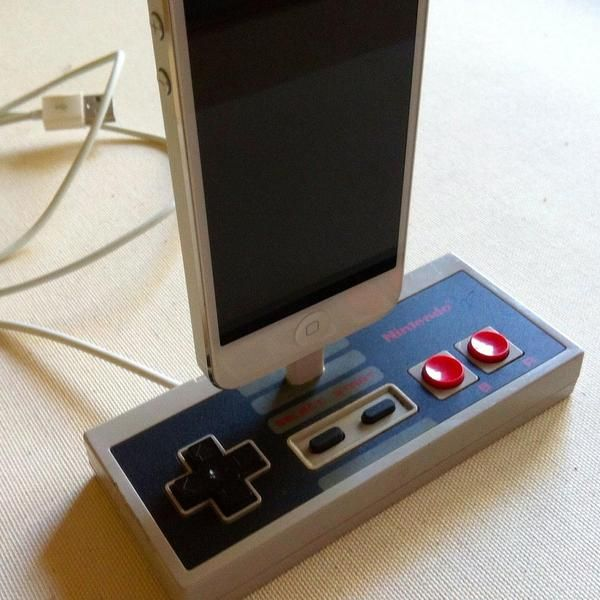 NES Controller Docking Station for iPhone 5 | Let Your Geek Flag ...