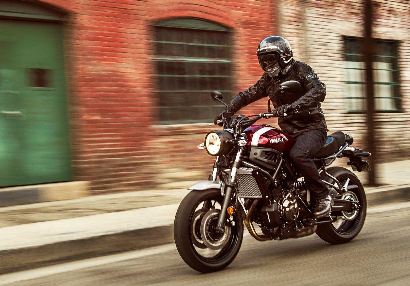 2018YamahaXSR700 カスタムバイク, ヘルメット, バイク