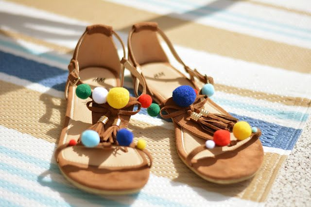 DIY Sandalen mit Pompons