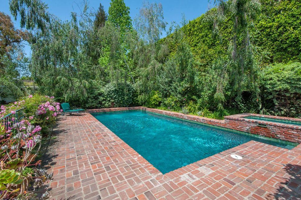 Red Brick Around The Pool Backyard Pool Backyard Pool Designs Pool Remodel