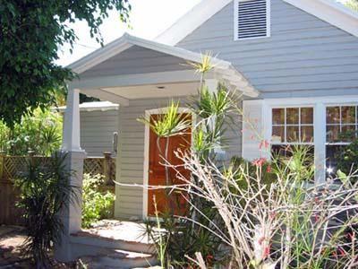 Key West Florida Vacation Rentals Poinciana House House Exterior Exterior Paint Color House Colors
