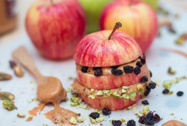 Nada de carbohidratos, gluten, ni productos animales. Sólo fruta y frutos secos son el paquete perfecto para comer sobre la marcha. La receta aquí.