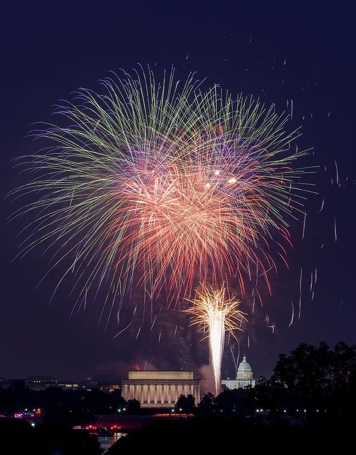 Fireworks Over Washington Dc On July 4th By Steven Heap In 2021 Fireworks Photo Fireworks Pictures Fireworks