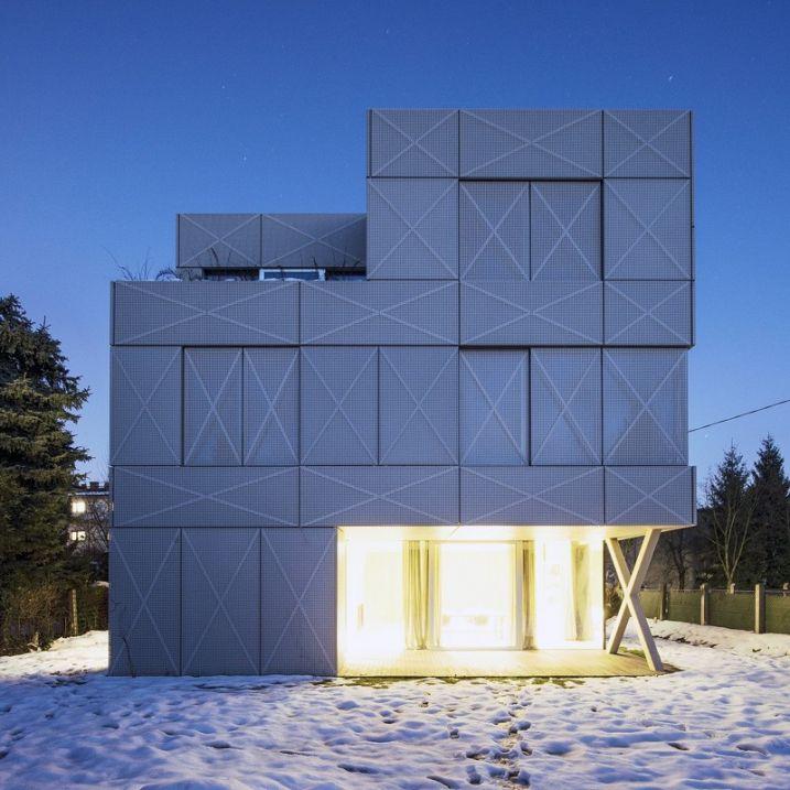Maison contemporaine avec façade métallique perforée Architecture