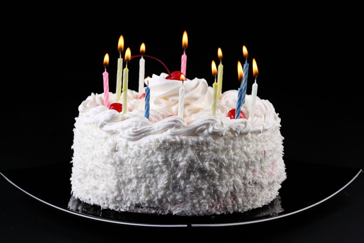 Black Background Birthday Cake Hd Wallpaper Stuff to Buy ...