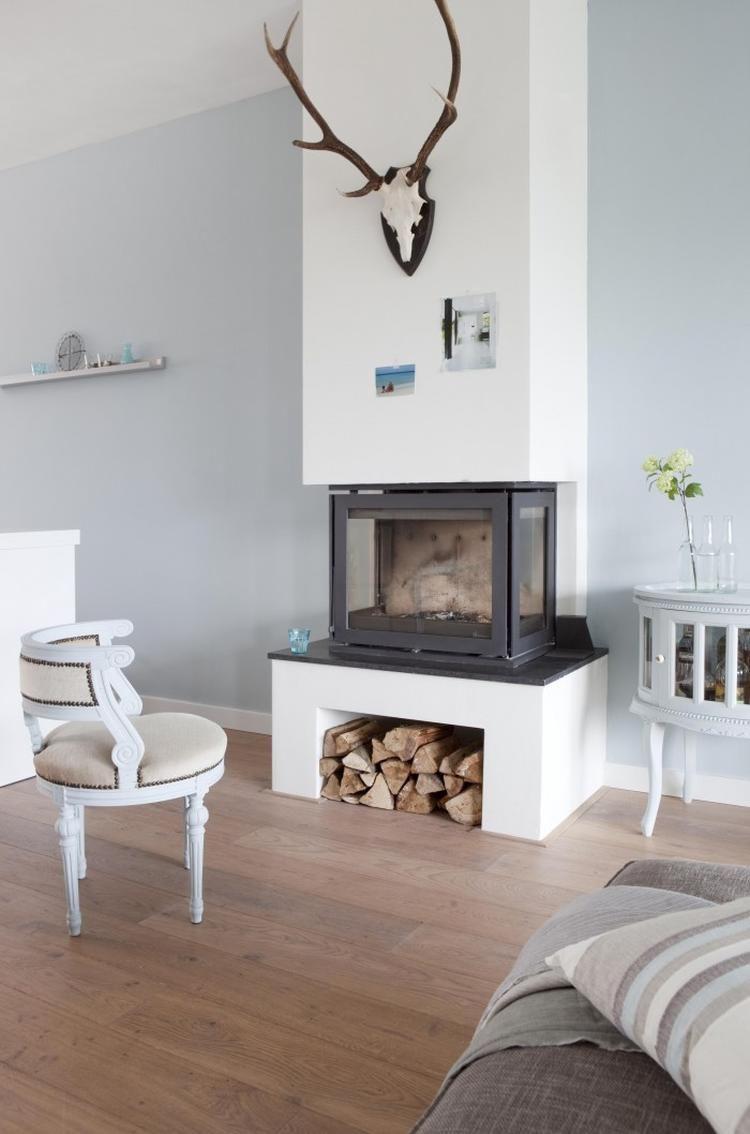 Schönes Wohnzimmer mit gemütlichem Kamin | Einrichten und Wohnen ...