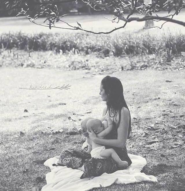 tandem breastfeeding, www.facebook.com/TheCrunchyTwinMom