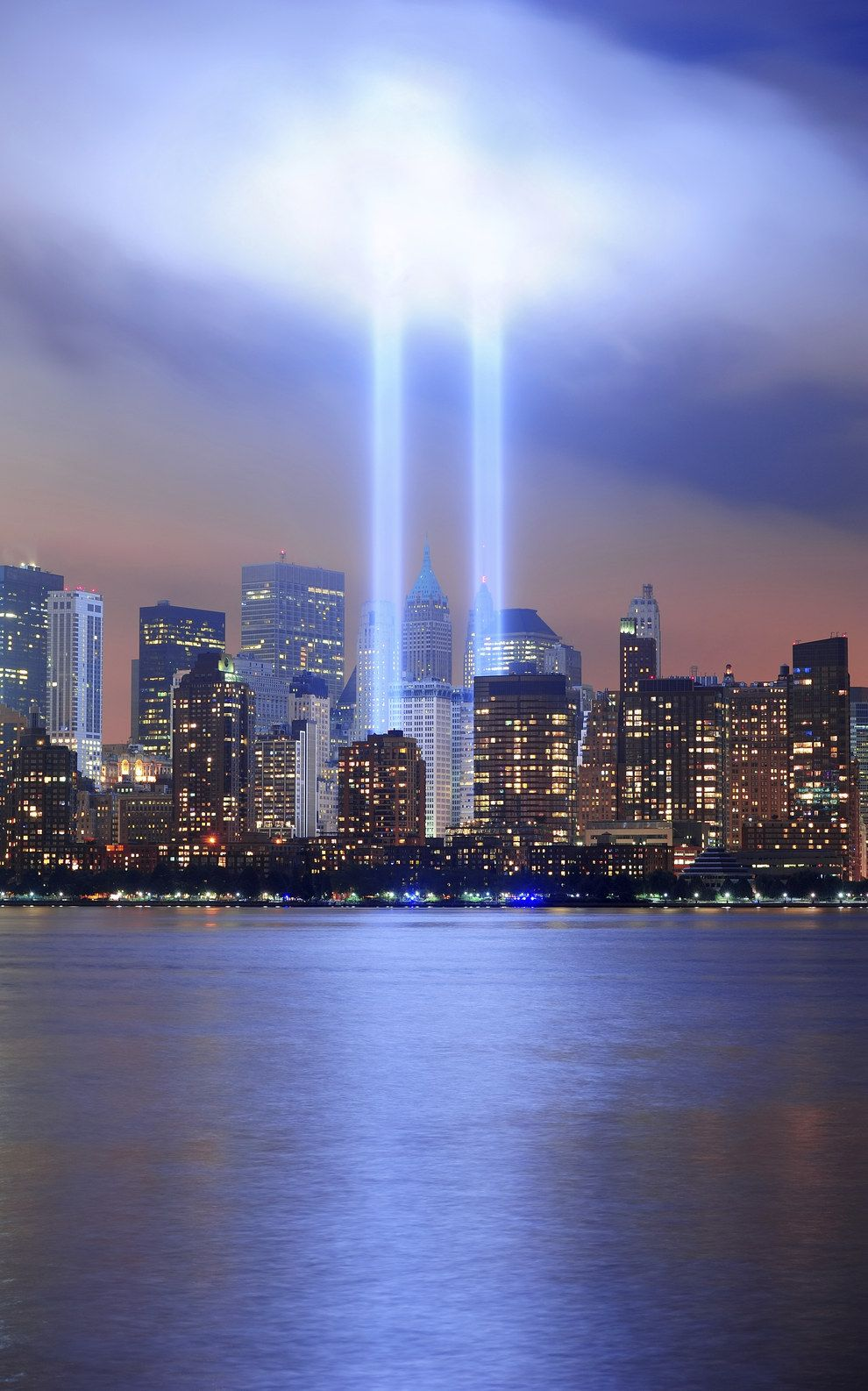 These Beams Of Light Are Visible From 60 Miles Away Tribute In Light New York Skyline Pictures