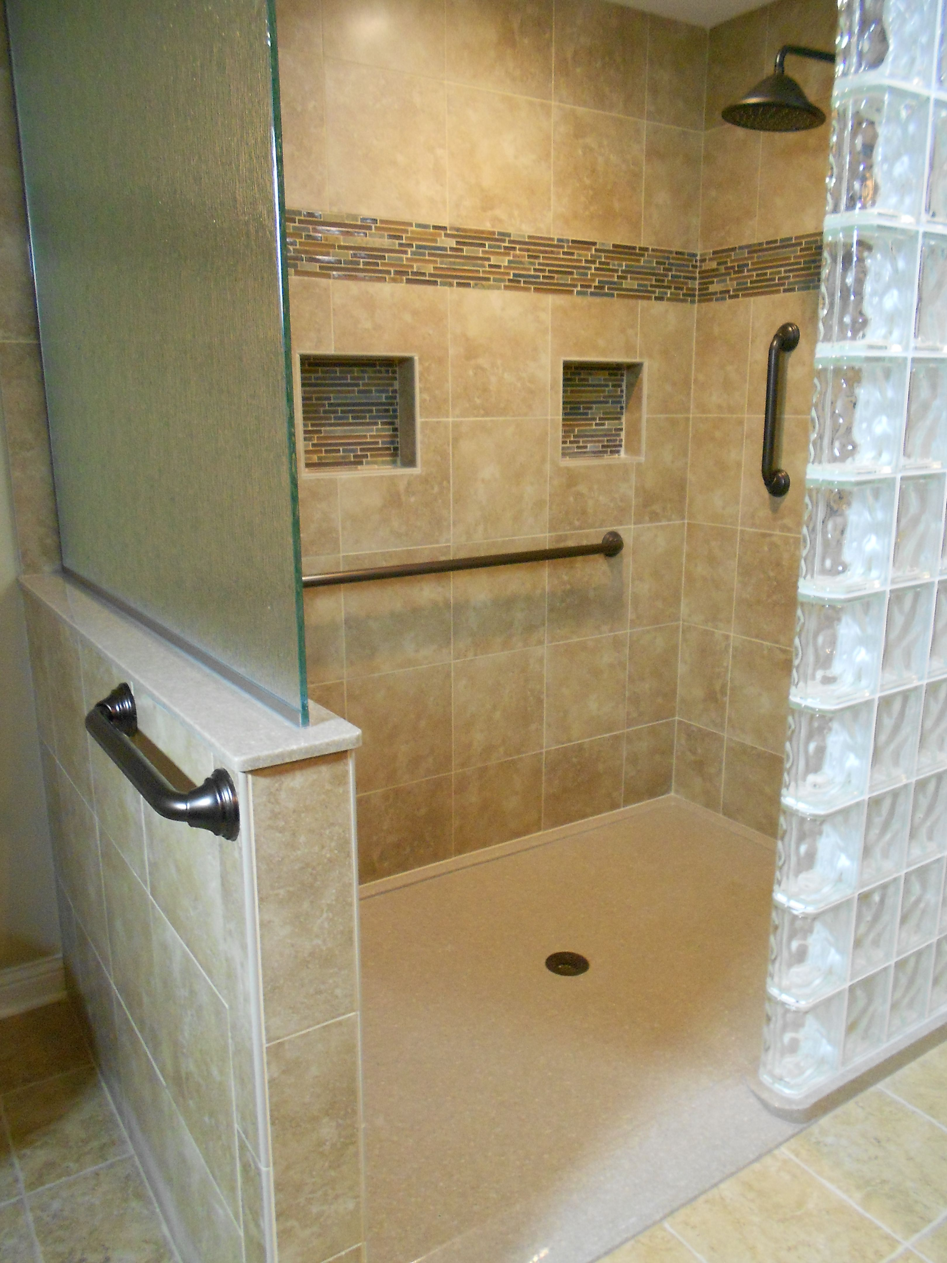 Walk-in Shower, Low threshold for easy access without ...