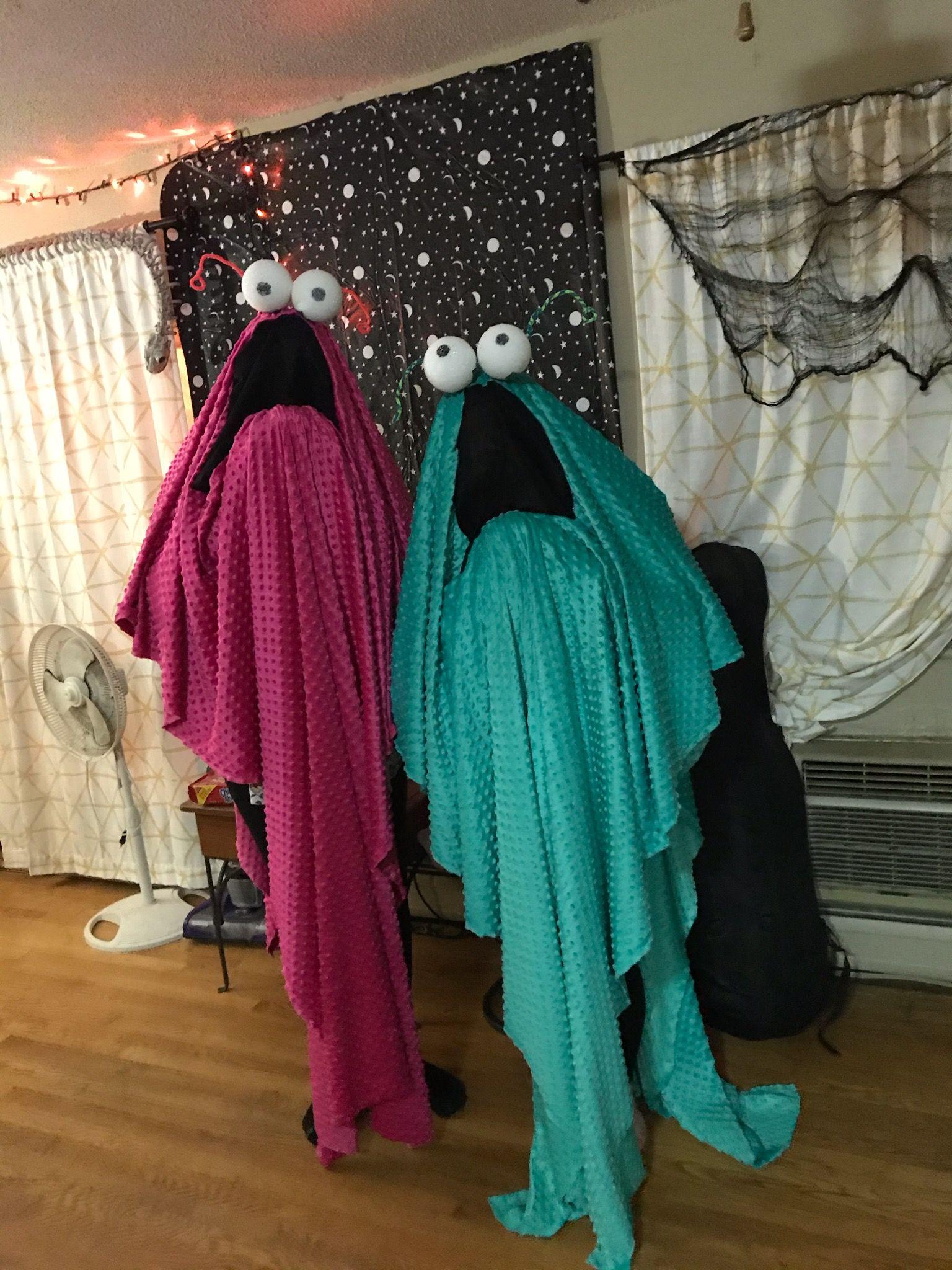 Costume cooostuuume yip yip yip yip yip costumes