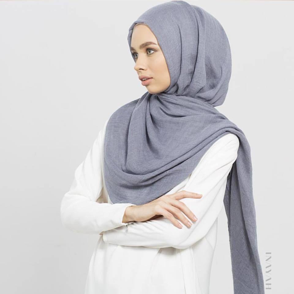 Siapkan Inner Hijab Dan Hijab Segi Empat Lipat Menjadi Bentuk