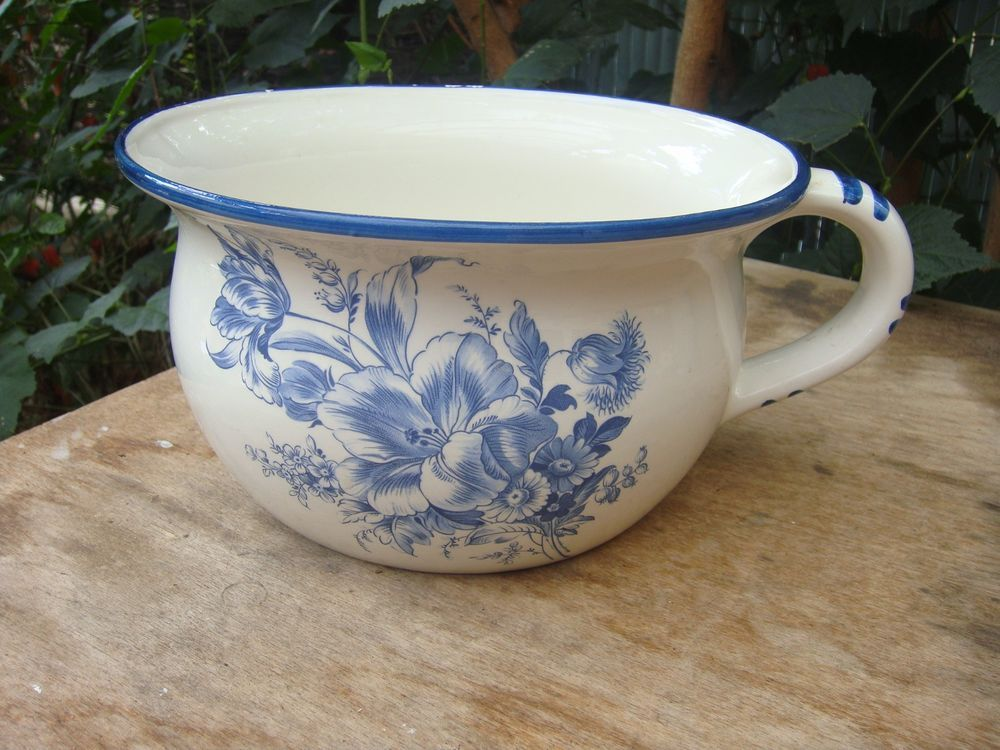 Pot De Chambre Ancien En Tole Emaillee Decor Floral Delft Objets En Email Vintage Delft Decoration