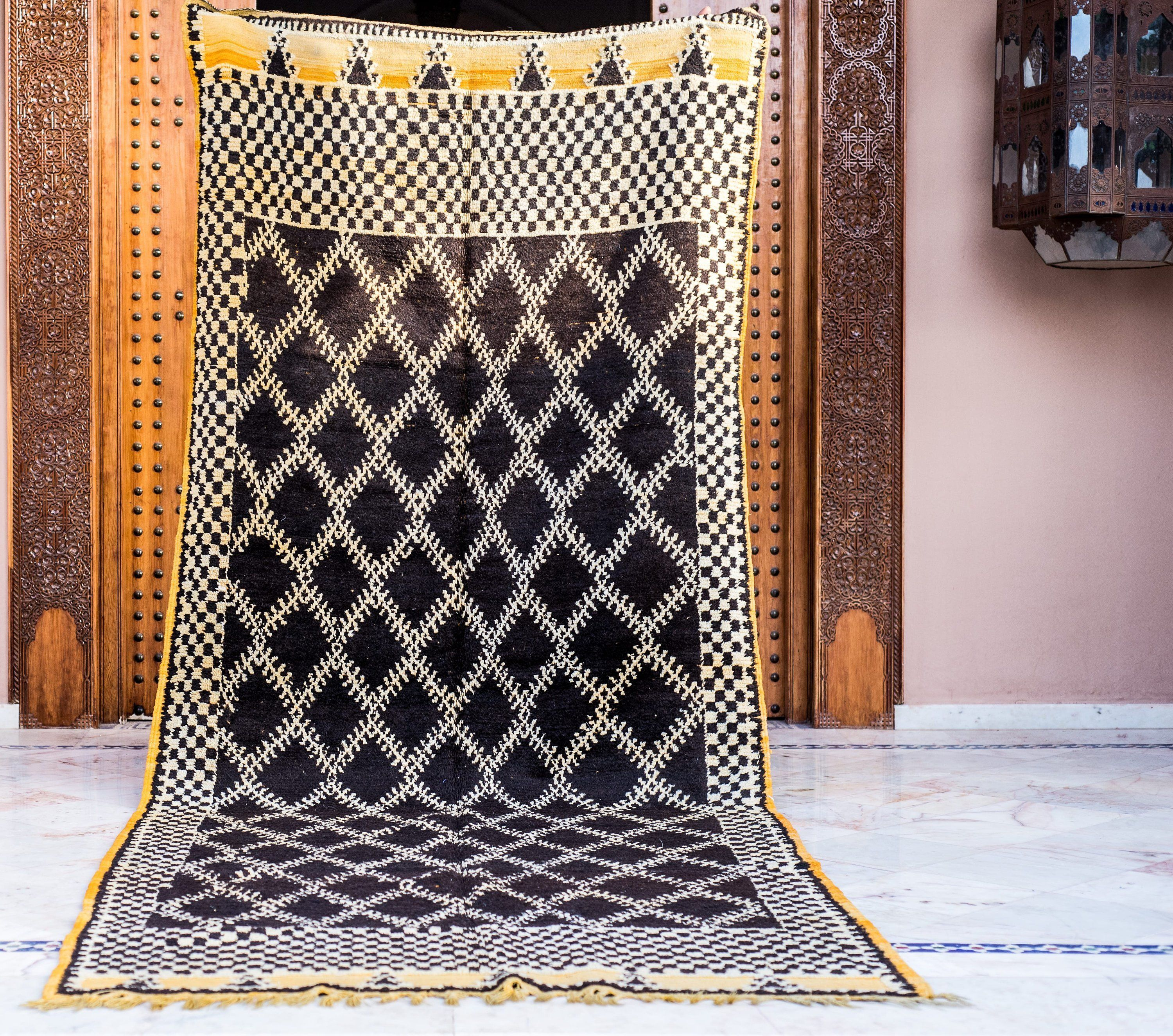 Beautiful Authentic Taznakht Black White And Yellow 4 5x8 Ft