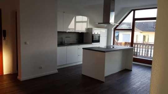 1.000 €, 94 m², 3 Zimmer Dachgeschosswohnung und Haus