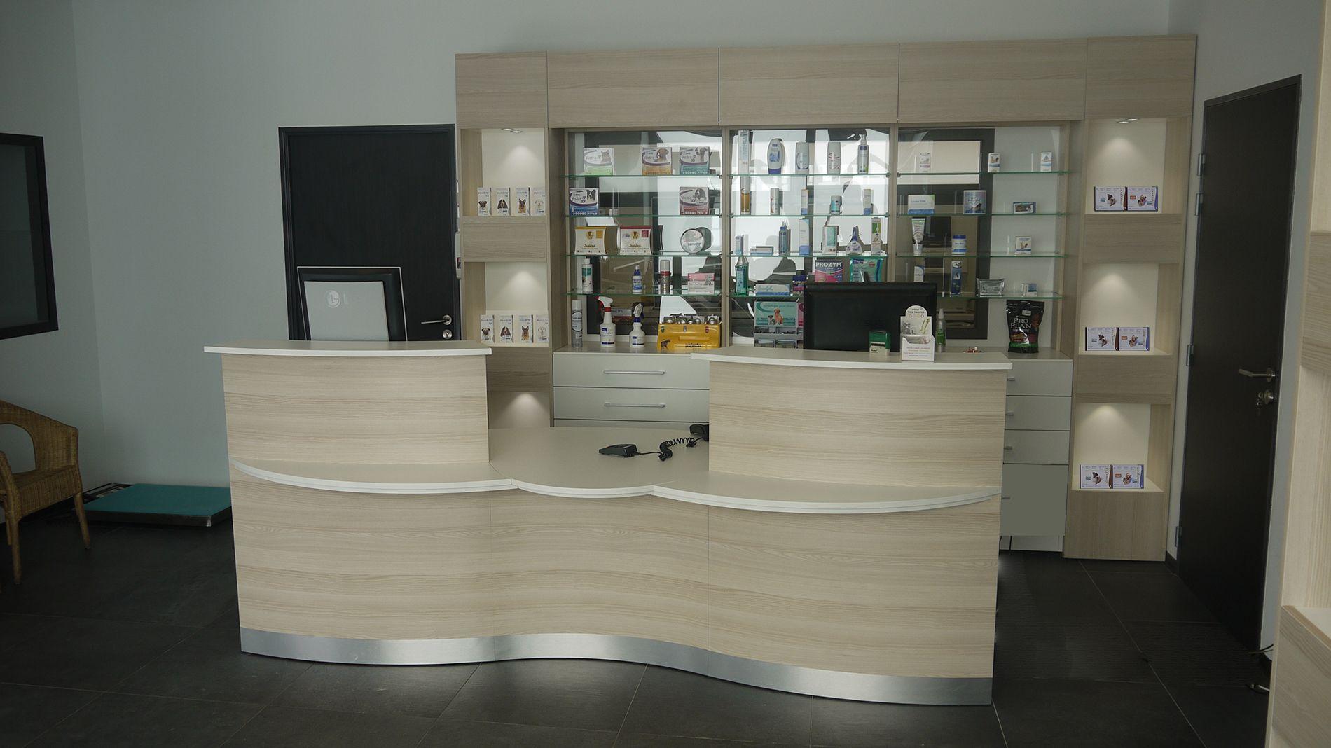 Showroom Jcda Veterinaire Banque D Accueil Double Avec Acces Pmr Central Amenagement Petit Appartement Clinique Veterinaire Veterinaire