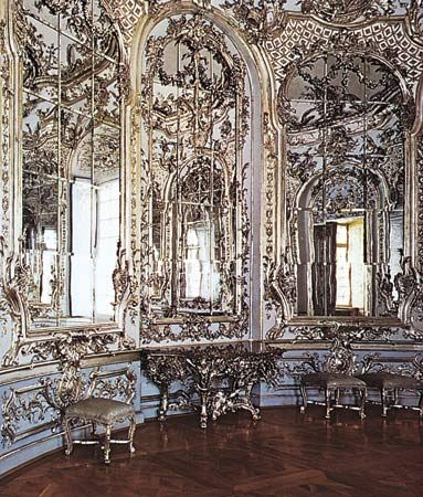 Rococo circular mirror room in the amalienburg pavilion for French baroque characteristics