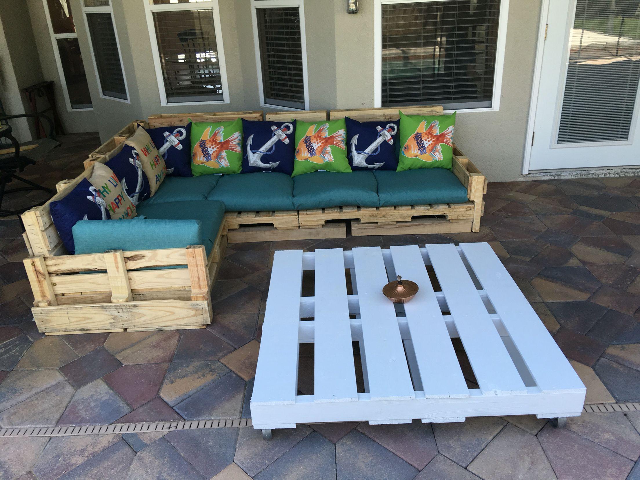 Muebles y mesa echo de paletas de madera | Resiclar | Pinterest ...