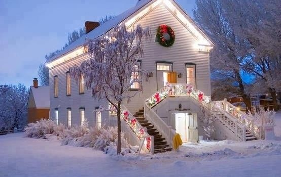 Trouwen met kerst: ideeën voor winterse decoratie cottage