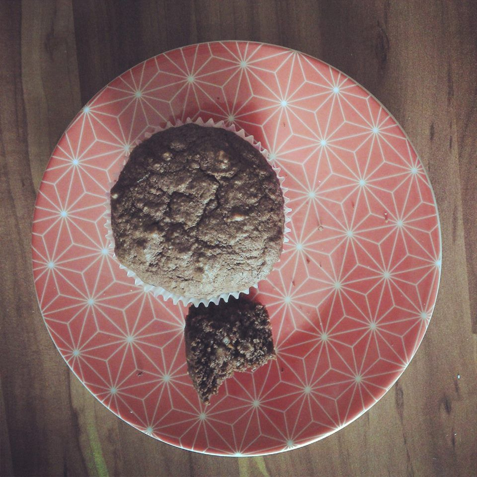 Rezept für 7 Muffins:  60g Butter 2 tl Stevia (vielleicht besser weglassen) einige Tropfen Vanillearoma (nicht zuviel, vielleicht kommt daher auch der komische nachgeschmack) 2 Ei(er) 70g Nuss (ich hab gemahlene Hasselnuss, Mandel, Kokosraspel genommen) 10g KEM 10g Hanfmehl 1 tl Backpulver 3 tl entölten Kakao (Backakao) alles zusammen gut durchmischen (mit rührgerät) - Wenn der Teig zu feste ist, bissi Wasser dazu - ab in Muffinformen und ca. 15-20 min bei 180 grad backen.