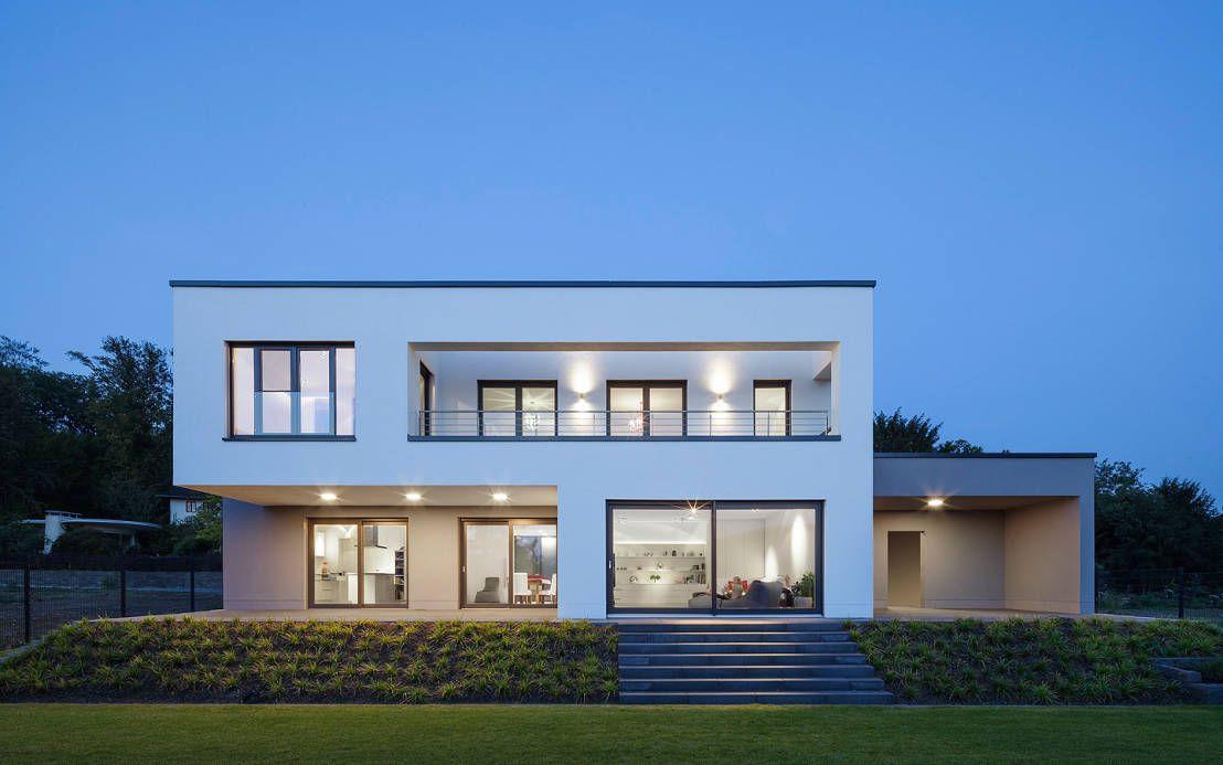 Moderne innenarchitektur einfamilienhaus  Schönes Einfamilienhaus mit Bestnote | Minimalistisches haus ...