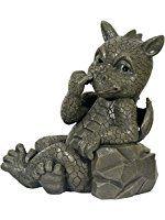 Statue de dragon de jardin avec le doigt dans le nez