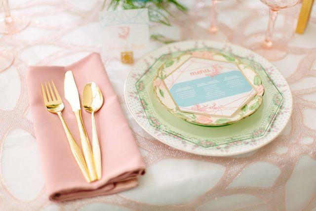 Projeto de mesa de casamento Pastel | Fotografia Cidade Amor | ver mais em: http://burnettsboards.com/2014/04/pastel-mint-gold-wedding-ideas/