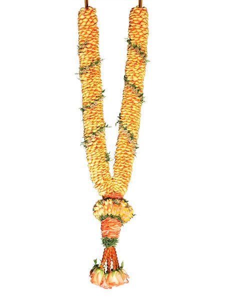 Wedding garlands and Hindu weddings