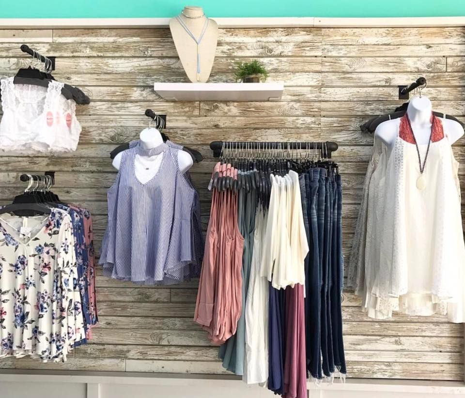 This Textured Slatwall Display With Slatwall Pipeline Faceouts And Pipeline U Rails Looks Awesome Boutique Clothing Displays Clothing Displays Slat Wall