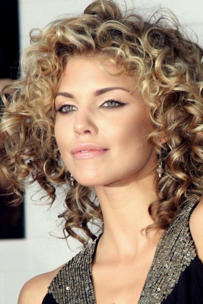 10 Lockige Kurze Frisuren Fur Frauen 2019 Haare Haarschnitt Kurzhaarfrisuren Kurze Neueste Curly Hair Styles Haircuts For Curly Hair Medium Hair Styles